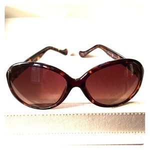 🌟Glam! Jackie-O inspired Ivanka Trump Sunglasses
